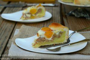 Torta salata ripiena patate uova e polpette (senza impasto)