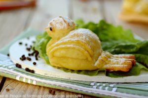 Colombine di Pasqua al formaggio ripiene con uovo sodo