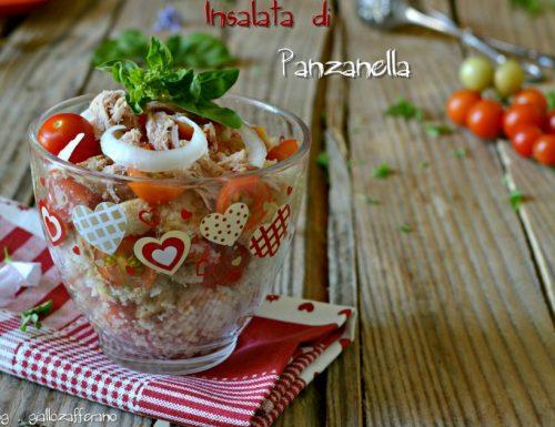 Insalata di panzanella con tonno e cipolla| Ricette per sotto l'ombrellone