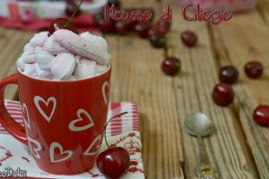 Mousse di ciliegie caramellate per farcire dolci