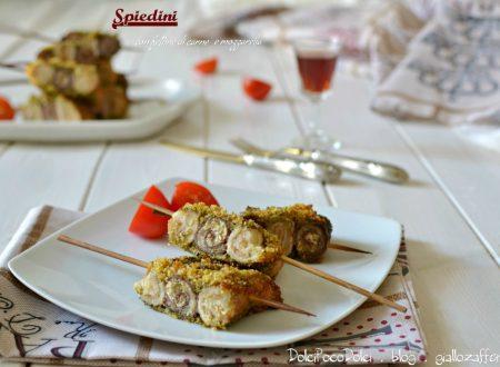Spiedini con fettine di carne mozzarella e aromi
