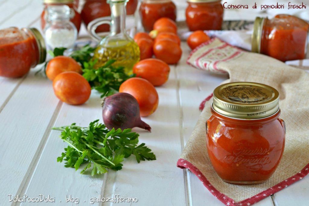 Conserva di pomodori freschi
