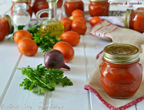 Conserva di pomodori freschi fatta in casa – Sotto vetro per l'inverno