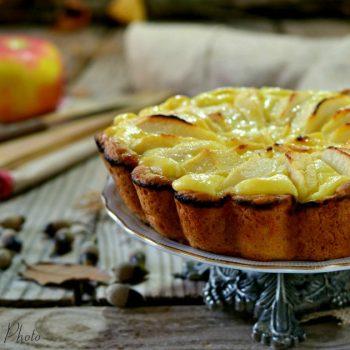 Crostata senza zucchero con crema e mele