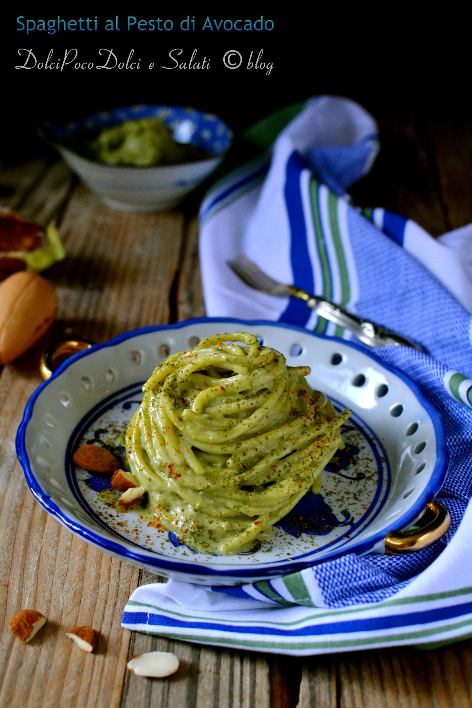 Spaghetti al pesto di avocado
