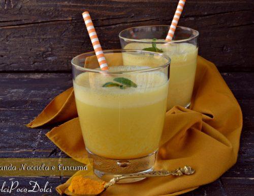 Bevanda della salute nocciole e curcuma