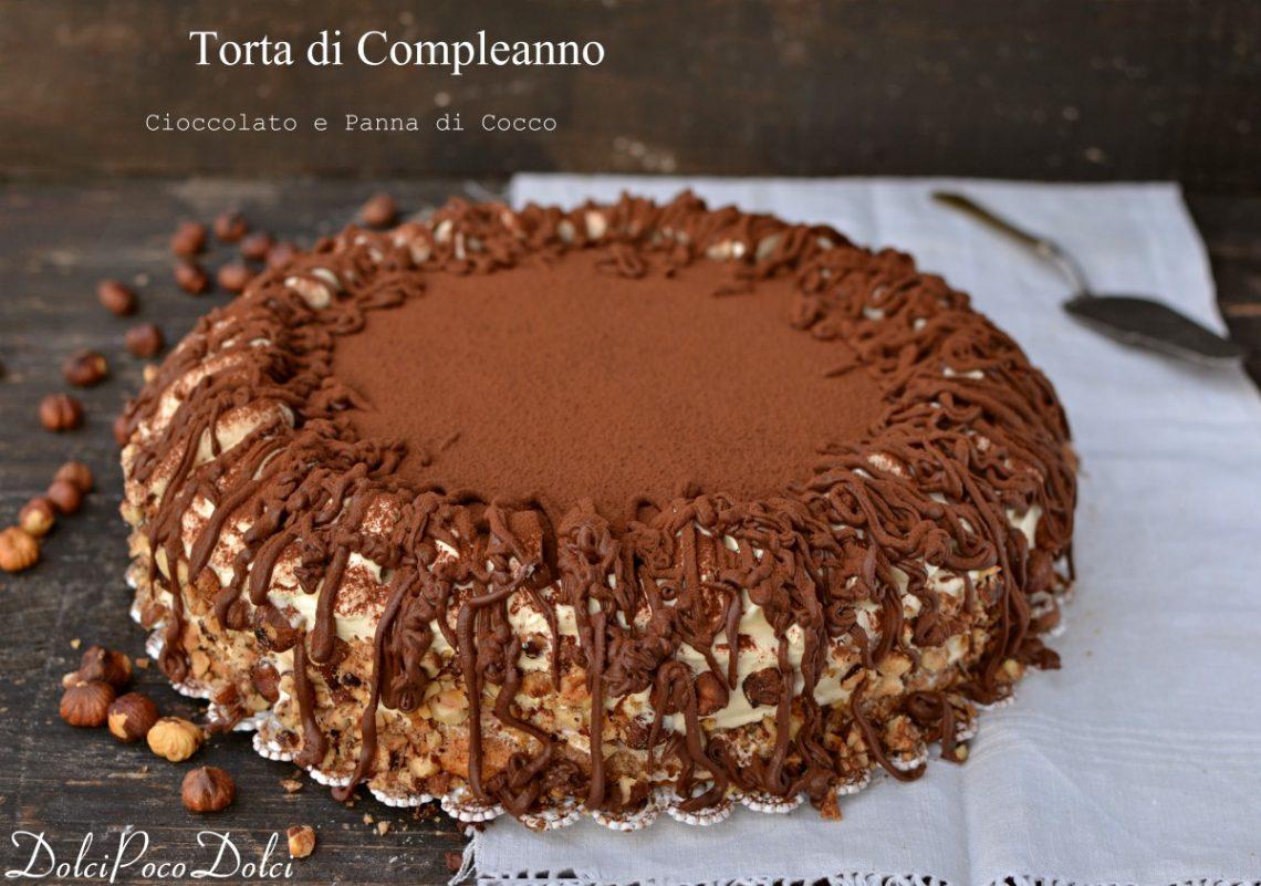 Torta di compleanno al cioccolato e panna di cocco