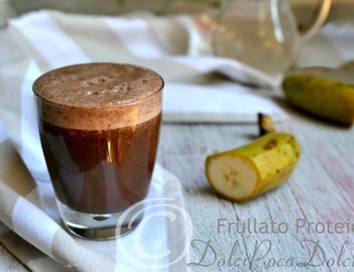Frullato proteico banana cacao e albume in polvere