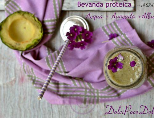 Smoothie proteico avocado e albume