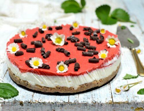 Cheesecake light alla fragola senza zucchero e burro
