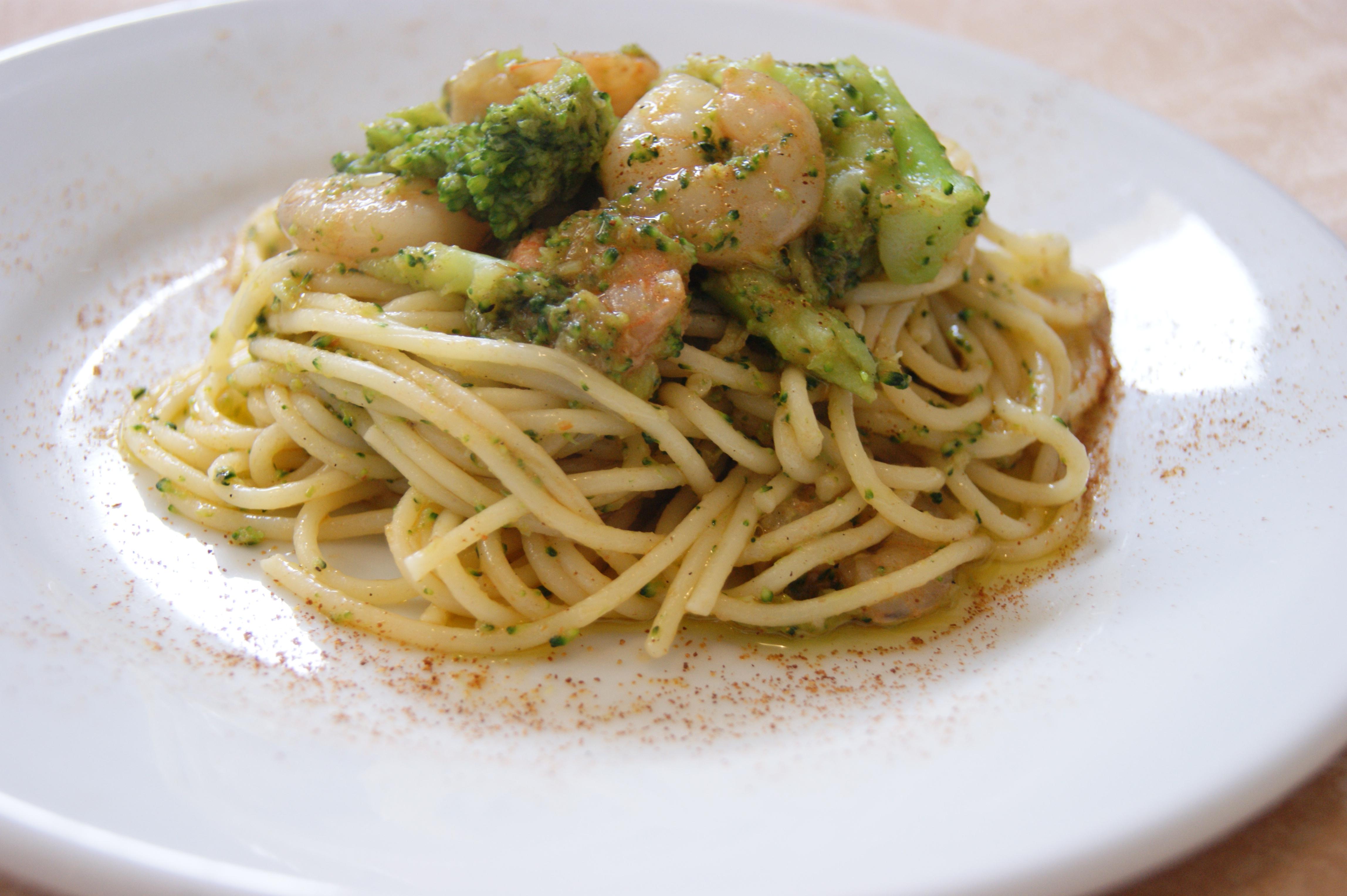spaghetti agli scampi e broccolett