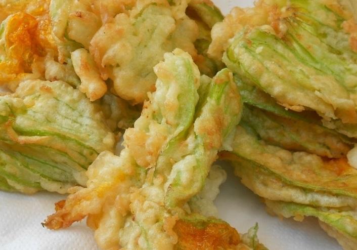fiori di zucca fritti ripieni al formaggio