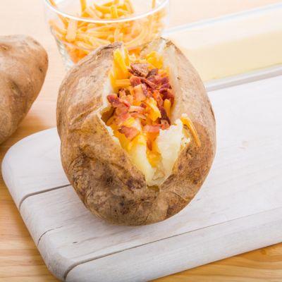 baked potatoes con formaggio e pancetta (patate al forno)