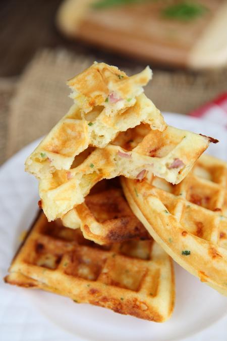 waffles al prosciutto