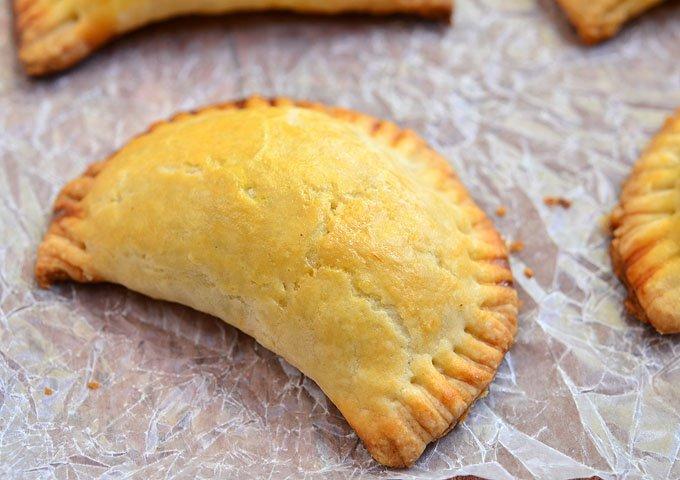 empanadas al formaggio e prosciutto