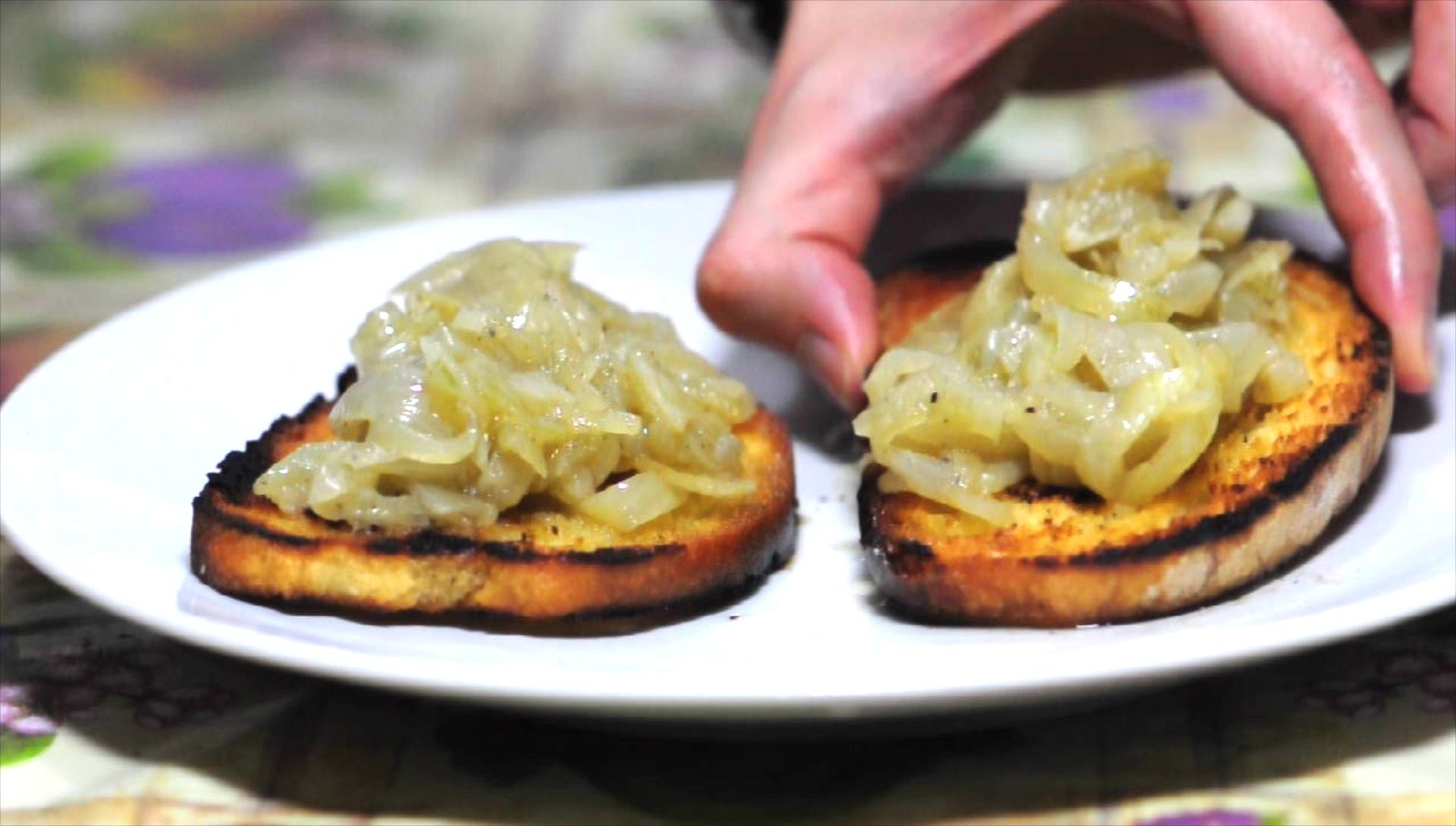 crostoni con cipolla