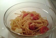 Spaghetti (integrali o non) ai Pomodorini e Grana