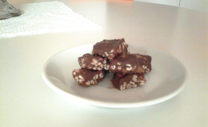 Mini quadrotti/barrette al farro soffiato e cioccolato al latte