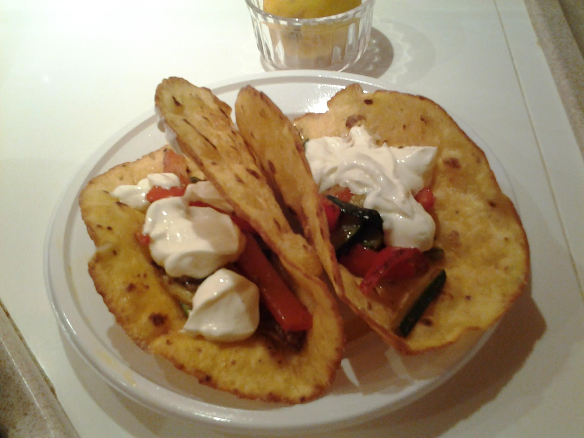 Tacos, verdure all'orientale, yogurt greco e succo di limone