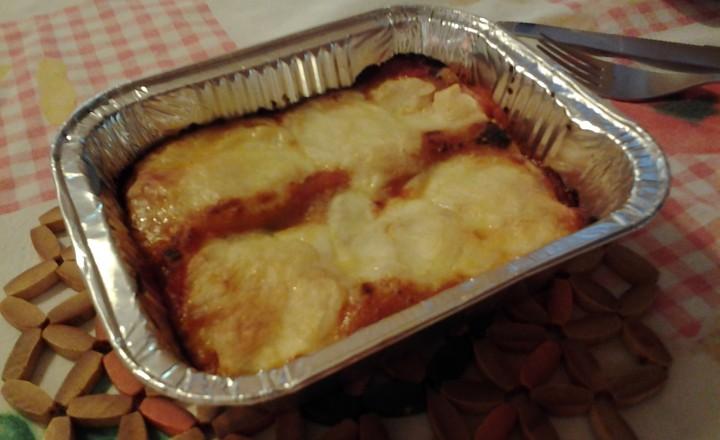 Cannelloni ripieni di sugo al pomodoro con verdure all'orientale e scamorza
