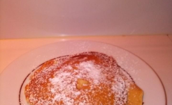Pancakes alla pera e pancakes alla mela, farciti entrambi con il cioccolato al latte