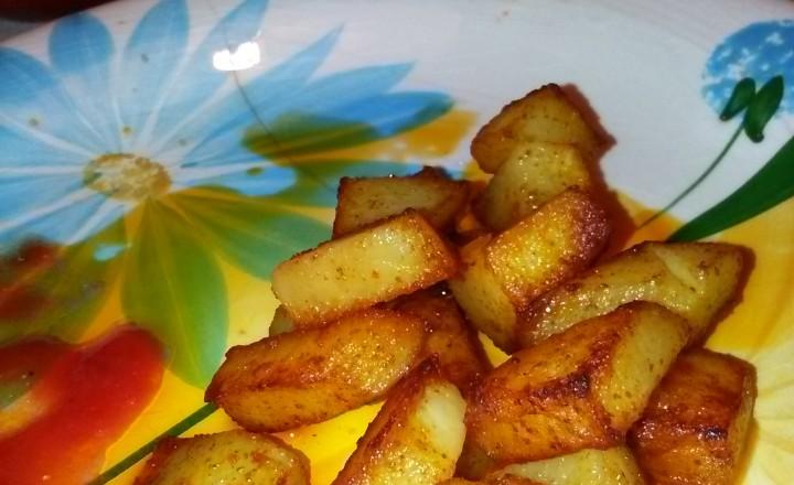 Patate cotte in padella con olio evo e Paprika forte in polvere