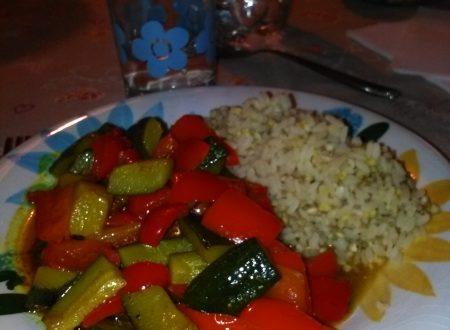 Riso, grano saraceno, miglio e verdure speziate