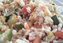 Insalatona home-made di riso bianco, grano saraceno, miglio, mais, carote, zucchine, peperoni rossi e noci!