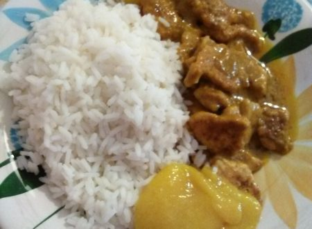 Riso, pollo al curry e salsa di mango home-made