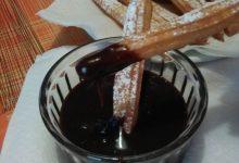Churros home-made al forno e fritti (dolci tipici della Spagna e diffusi anche in Sudamerica, in particolare in Argentina)