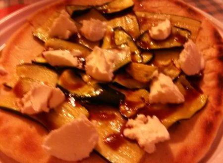 Piadina home-made farcita con zucchine al forno, formaggio Robiola e crema all'aceto balsamico di Modena