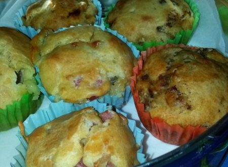 Muffins salati home-made ripieni di olive piccanti e pomodorini secchi sott'olio