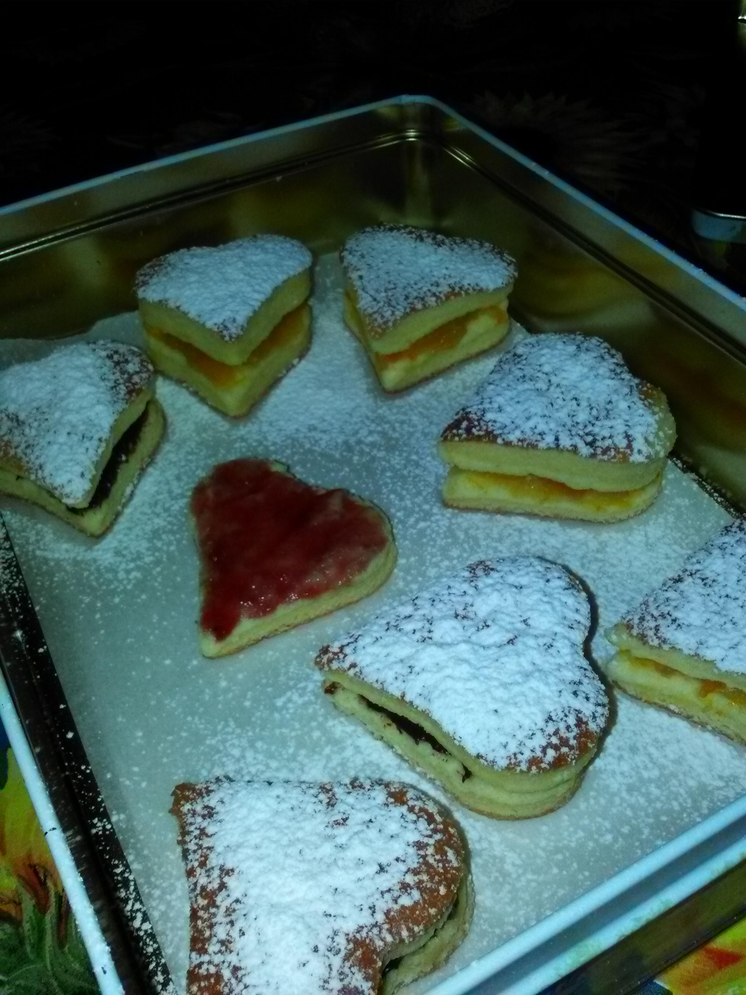 Tortine di pasta biscotto a forma di cuore farcite (ricetta di mia cognata Valentina)