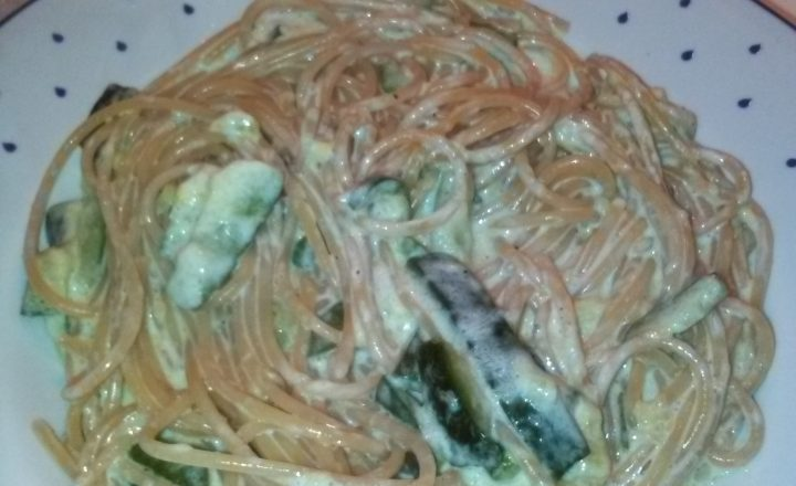 """Spaghetti integrali con formaggio spalmabile (""""Nonno Nanni"""") e zucchine saltate in padella home-made"""