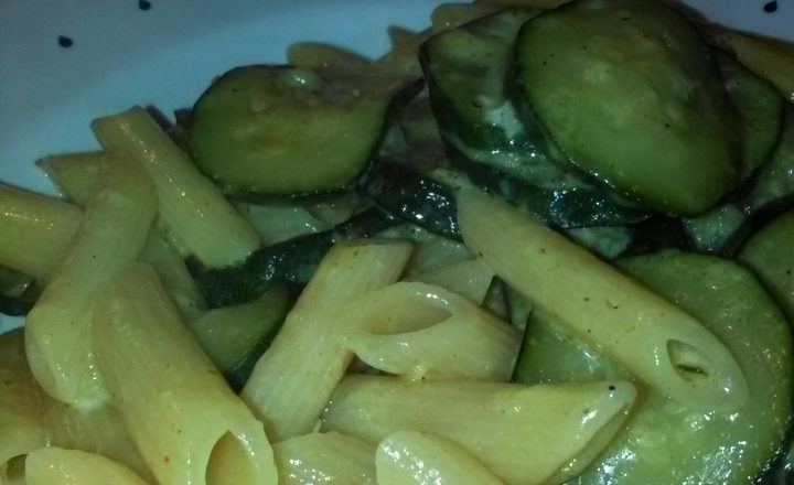 Pasta con zucchine al Curry e Gorgonzola home-made