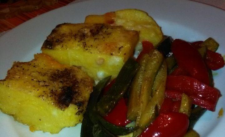 Tortino di polenta tostato con olio evo e con verdure all'orientale home-made