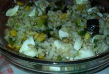 Insalata di riso integrale, zucchine, mais e mozzarella home-made