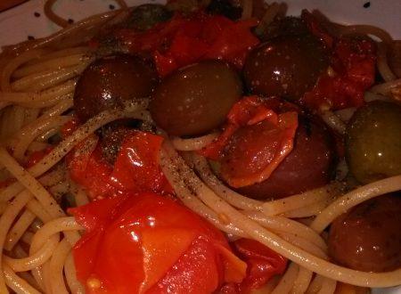 Spaghetti integrali con pomodorini ed olive baresane home-made