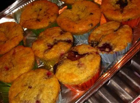 Muffins home-made ai frutti di bosco e/o Nutella con gocce di cioccolato