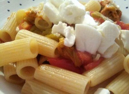 Pasta con fiori di zucca, pomodorini e mozzarella home-made