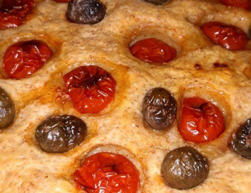 Focaccia semi integrale con salame piccante