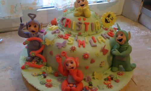 Torta teletubbies pdz ricoperta e decorata con pasta di zucchero