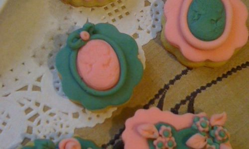 Biscotti decorati per la festa della mamma in pasta di zucchero ricetta