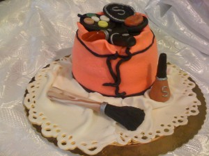 torta beauty case e trucchi in pasta di zucchero pdz
