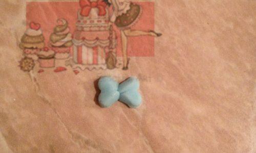 Come creare un micro fiocco in pasta di zucchero senza stampo