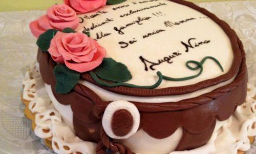 Torta compleanno in pasta di zucchero rose pdz