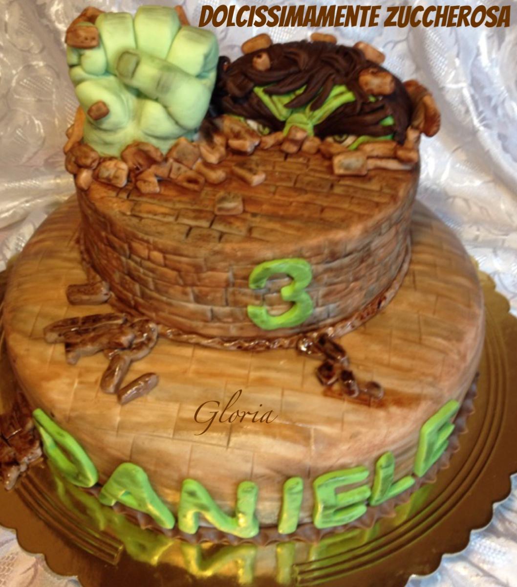 Torta Hulk pugno in pasta di zucchero pdz