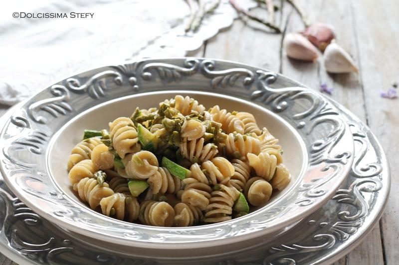pasta con asparagi selvatici e zucchine