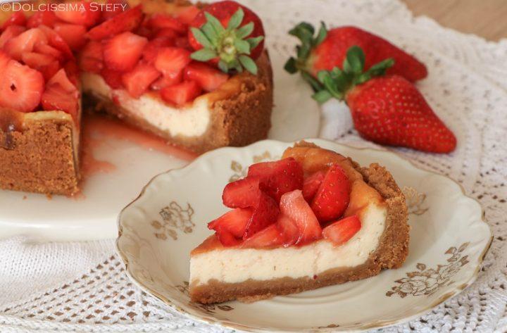 Cheesecake al latte condensato e fragole