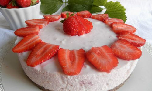 Cheesecake al latte condensato e fragole